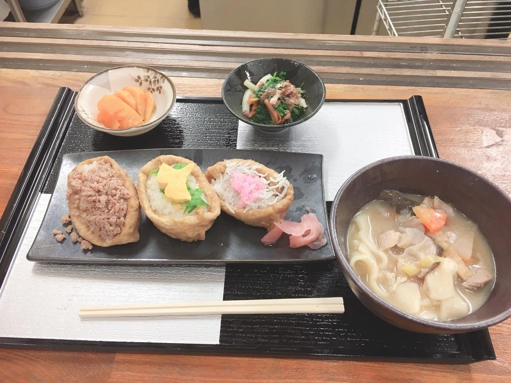 お昼は…特別メニュー(^O^☆♪